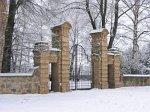 Дворец (Дятлов. р-н), костел: брама и ограда
